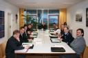 Neuer Gemeinderat im Sitzungszimmer
